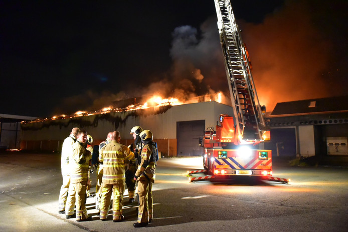 Op de Ravenswade brak zondagavond om 20.15 uur brand uit.