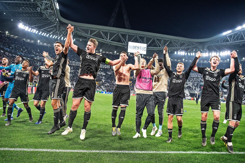 Ajax viert dinsdag 16 april de overwinning op Juventus in Turijn.