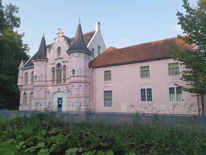 Het Roze kasteel op Landgoed Steenenburg, het voormalige Land van Ooit.