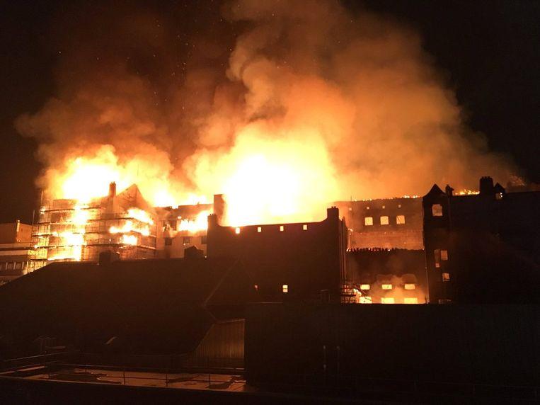 De uitslaande brand in de nacht van vrijdag op zaterdag. Beeld REUTERS/via Twitter @Banpo_Monkey