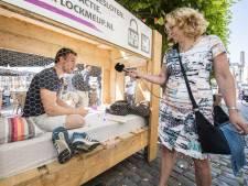 In Almelo laten 9 mensen zich opsluiten:  'Het doel? 100 kinderen bevrijden'