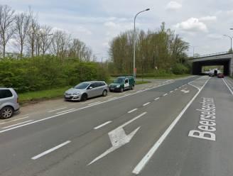 Parkeerverbod aan op- en afrittencomplex maakt Beerselsestraat veiliger