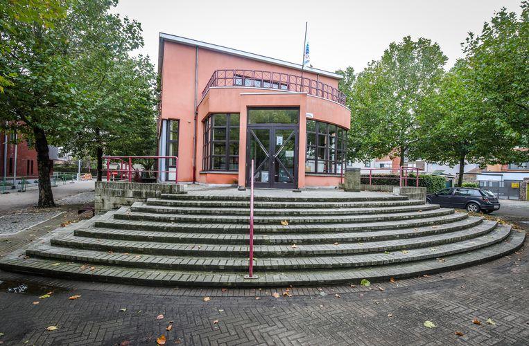 Het stadhuis is één van de publieke gebouwen die het bestuur duurzamer wil inrichten.