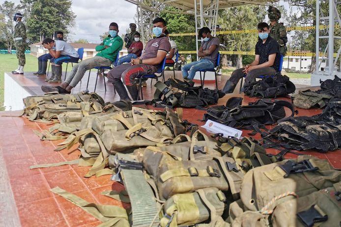 Een aantal leden van ELN die zich vorige maand in El Tambo vrijwillig overgaven aan de Colombiaanse autoriteiten.