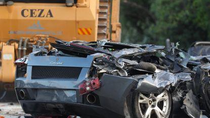 VIDEO. Zestig peperdure luxewagens vernietigd: bulldozer rijdt over Lamborghini's, Porsches, Mercedessen