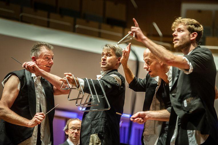 Het schoolconcert van Philharmonie Zuidnederland en Percossa is een vrolijke boel. Beeld Koen Verheijden