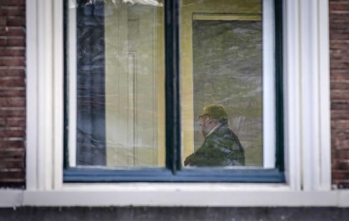 Het wordt steeds eenzamer rond de in opspraak geraakte  VVD- partijvoorzitter Henry Keizer
