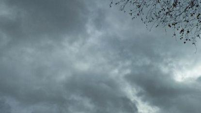 Vandaag zwaarbewolkt en regenachtig, wisselvallig weekend voor de boeg