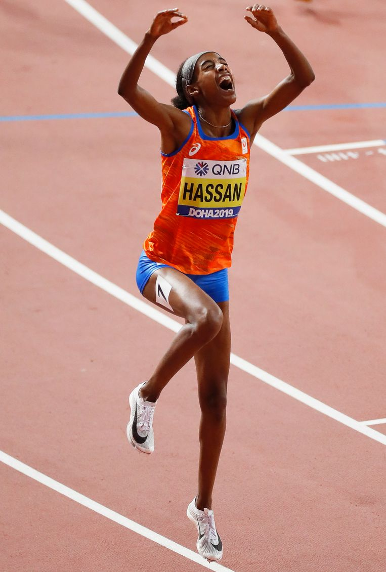 Hassan na het winnen van de 1500 meter in Doha.  Beeld EPA