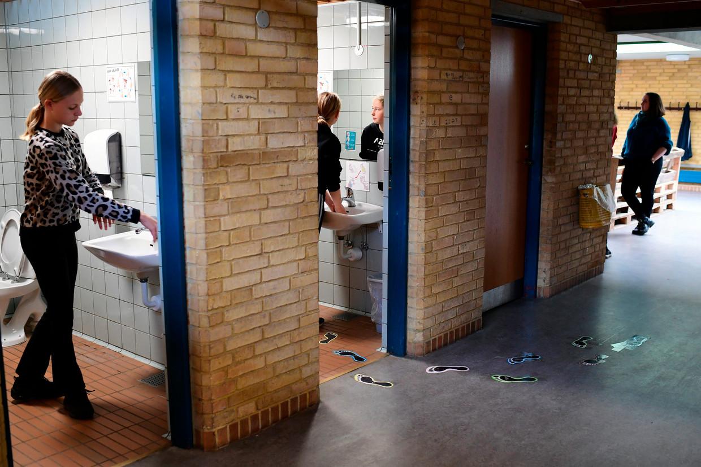 Pauze op de Korshoej school in Randers, in de regio Midden-Jutland in Denemarken.  Beeld EPA