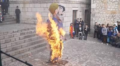 Le carnaval fait aussi polémique un Croatie: l'effigie d'un couple gay incendiée