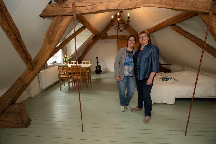 Ankie Scholten (rechts) en Jeanette van den Bosch openen nieuwe B&B in Asten