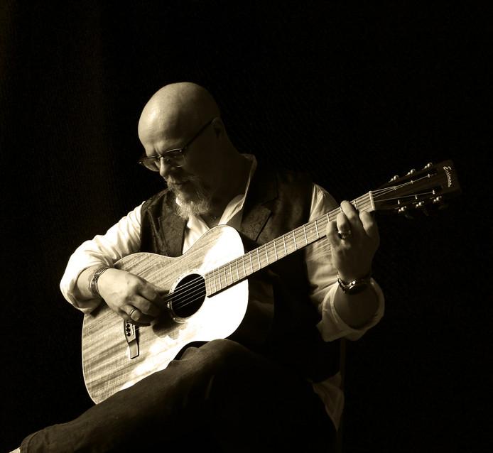 Toon van Mil treedt 10 maart op in Muziekcafé De Lantaern.