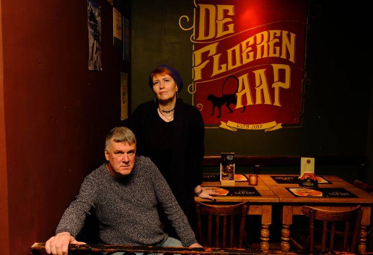 Ad Musters en Veerle Deknopper, uitbaters van café De Floeren Aap.