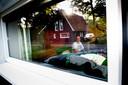 Verslaggever Rudi Hofman in het anti-snurkbed van Auping, in Hoenderloo.
