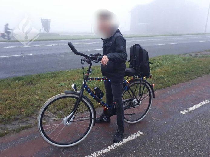 De politie kwam een fietser met veel sfeerverlichting in de Noordoostpolder.