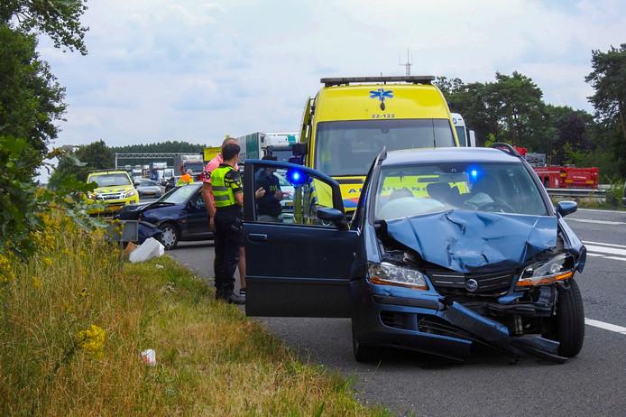 Vier auto's reden op elkaar in op de A2 bij Leende
