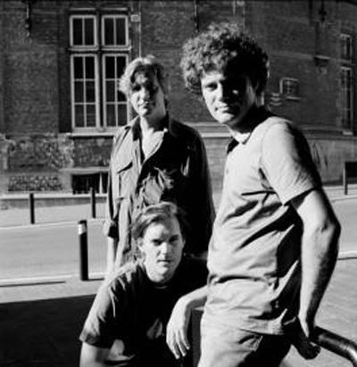 De droite à gauche: Fabrizio Cassol (sax alto), Stéphane Galland (batterie) et Michel Hatzigeorgiou (basse)