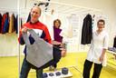 Harm Rensink, Ellen Albers en Helen Milne in hun pop-upstore in de Heuvel.