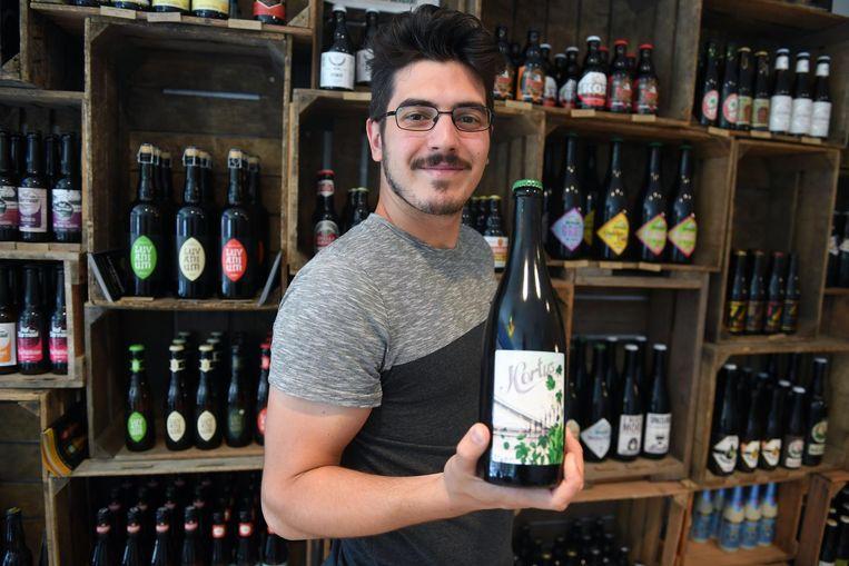 Alessandro Steyls van Leisure met het nieuwe bier 'Hortus 1738'.