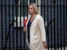 Nieuwe tik voor Johnson: Minister Werkgelegenheid en Pensioenen stapt op