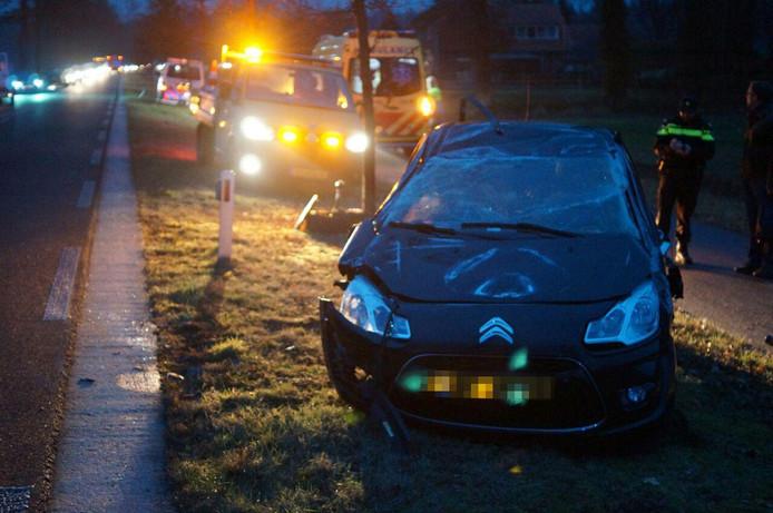 De auto raakte zwaar beschadigd bij het ongeluk, de bestuurder liep geen verwondingen op.