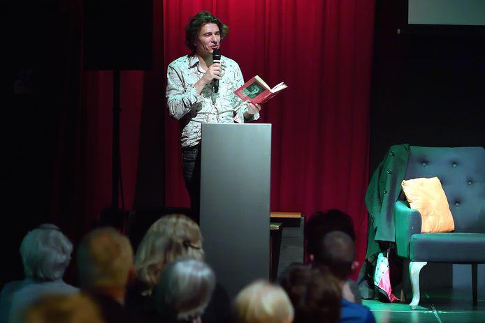 Schrijver Dimitri Verhulst leest vandaag bij Broese Boekverkopers voor uit zijn nieuwe boek 'De Pruimenpluk'.