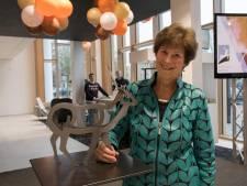 Putten krijgt 'waakzaam hert' van kunstenares Geskus