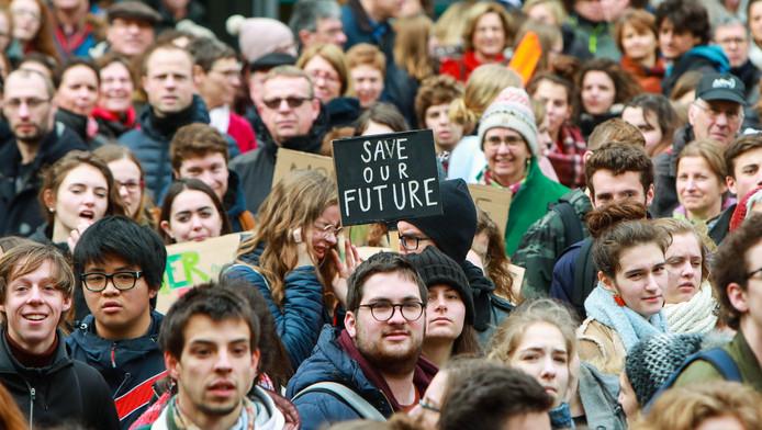 Une grève pour le climat a lieu aux quatre coins de la Belgique ce vendredi. Une grève mondiale, observée dans plus de 90 pays.