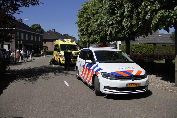 De hulpdiensten rukten uit naar de Aardhuisweg bij Uddel nadat er een kind was aangereden door een auto.