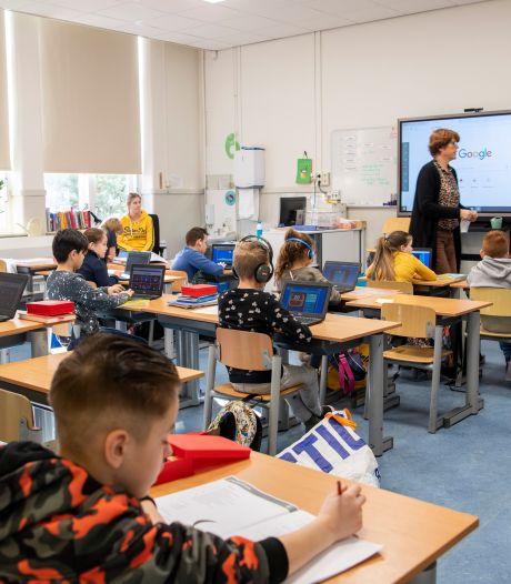 Op deze school in Apeldoorn zit de helft van de leerlingen nog 'gewoon' in de klas