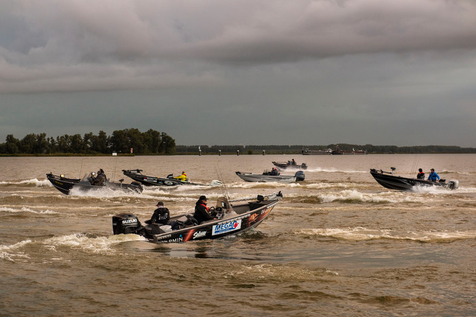 18 vissers uit de hele wereld maken zich op voor de start van het wereldkampioenschap roofvissen.