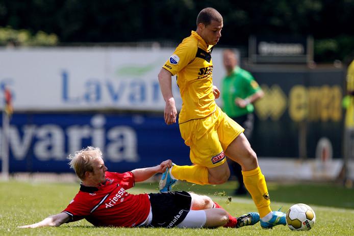Jop van der Linden in actie namens Helmond Sport.