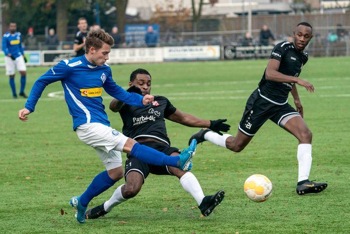 Beeld uit de gewonnen wedstrijd van RKHVV tegen Tubantia: 4-0.
