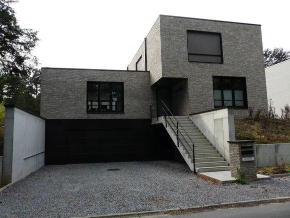 De energieneutrale villa telt twee verdiepingen en is volledig onderkelderd.