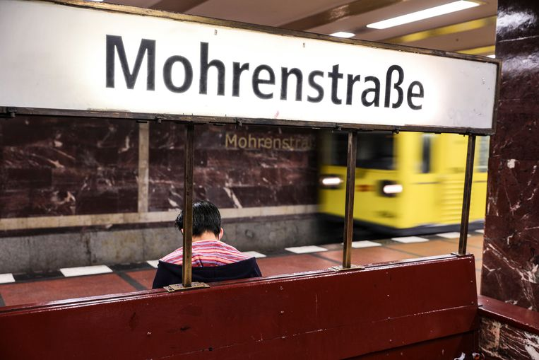 Het Berlijnse ov-bedrijf BVG wilde de naam voor Mohrenstrasse veranderen, maar dat blijkt niet zo eenvoudig. Beeld EPA
