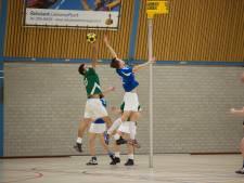 Korfballers spelen met rouwbanden voor Leja (21) na woningbrand in Duiven