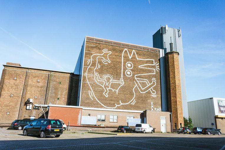 Op een muur bij het Foodcenter is sinds kort een muurschildering te zien van niemand minder dan Keith Haring Beeld Caecilia Rasch