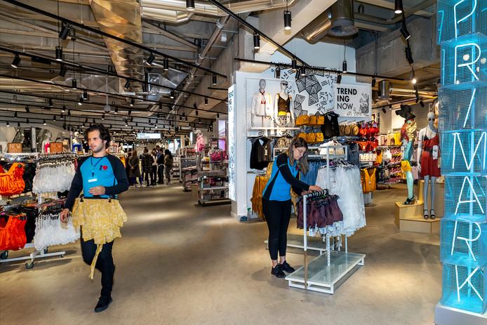 97565ddc615 Primark opent morgen haar nieuwe winkel in Hoog Catharijne.