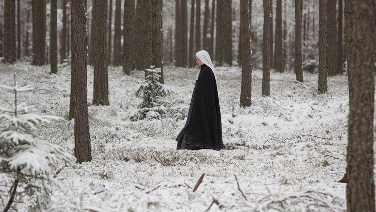 Een van de nonnen in Les Innocentes Beeld -