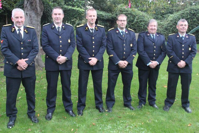Vlnr: Postoverste Bart Van Hauwermeiren en jubilarissen adjudant Geert Sagaert, luitenant Peter Dreelinck, 1ste sergeant Wim De Smet, brandweerman Joris D'Hondt en sergeant Franky Van Hemelrijck.