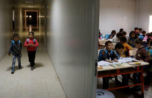 Syrische vluchtelingenkinderen op een schooltje in een vluchtelingenkamp op de Syrisch-Turkse grens. Archieffoto.