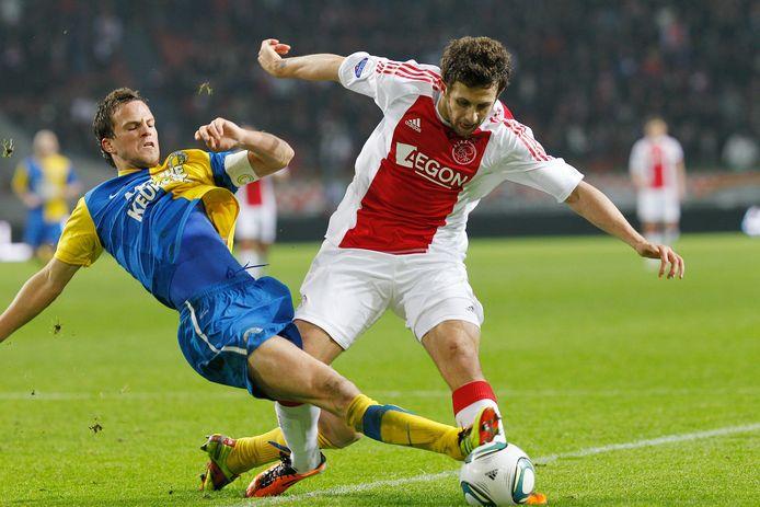 Frank van Mosselveld (l) in actie tegen Ajax namens RKC.