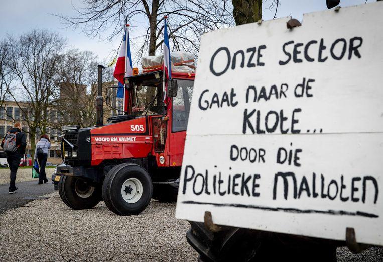 Boze boeren verzamelen zich woensdag op de Koekamp in Den Haag. Beeld ANP