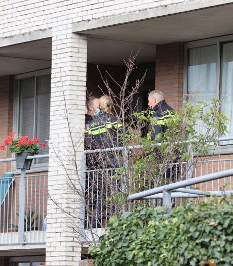 Vrouw in huis overvallen, verdachte draagt shirt met '1,5 meter afstand'