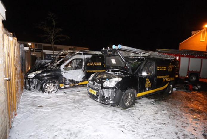 In Den Bosch gingen al minstens zes auto's en bestelwagens in vlammen op. Noord-Brabant staat bovenaan de autobranden-ranglijst van het Verbond van Verzekeraars
