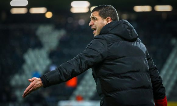 Charleroi's head coach Karim Belhocine gestures during a soccer match between Sporting Charleroi and KAS Eupen, Saturday 09 November 2019 in Charleroi, on day 14 of the 'Jupiler Pro League' Belgian soccer championship season 2019-2020. BELGA PHOTO VIRGINIE LEFOUR