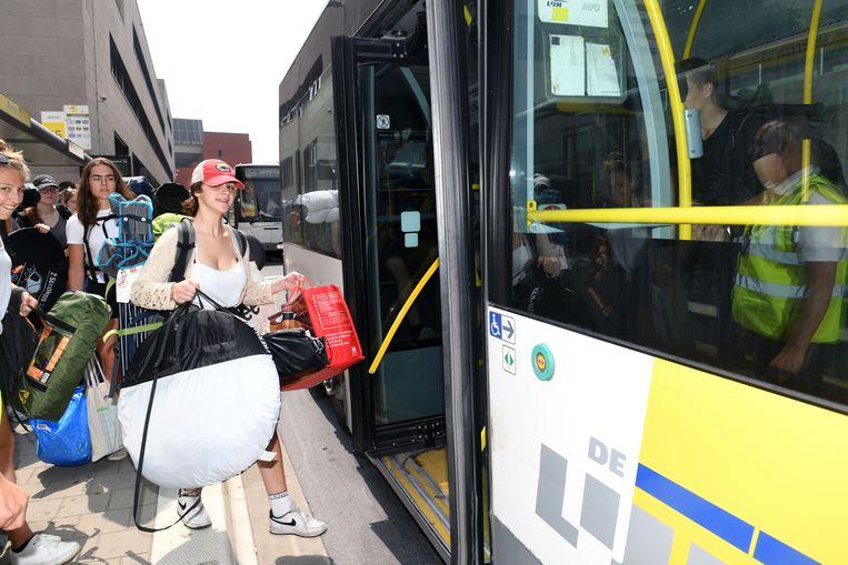 Eerste pendelbus met festivalgangers vertrekt naar Rock Werchter