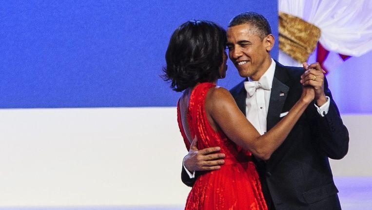 Michelle en Barack Obama openen het inauguratiebal. Beeld epa