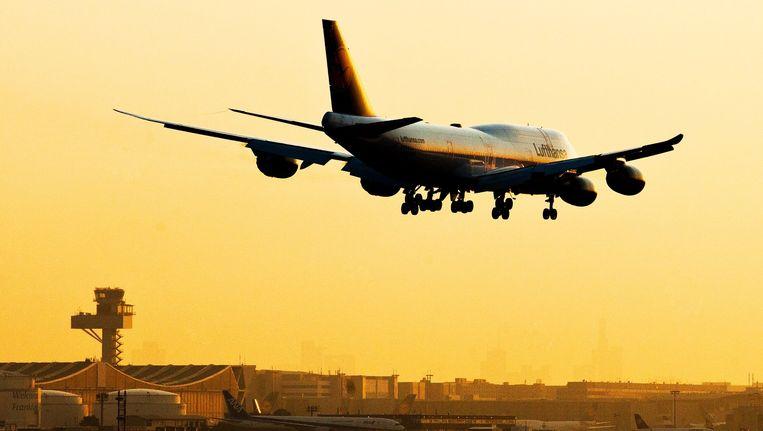 Archieffoto: een vliegtuig landt op de luchthaven van Frankfurt Beeld afp